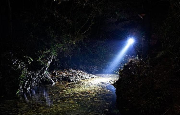 Đèn pin flash Q5