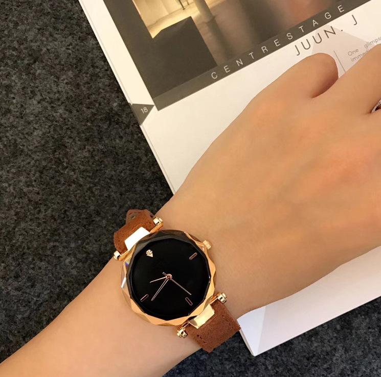 Đồng hồ nữ vành đai lượn